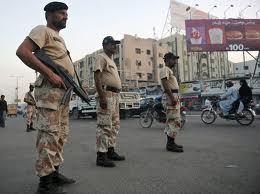 کراچی : رینجرز کے چھاپے، دس ملزمان گرفتار ،اسلحہ برآمد