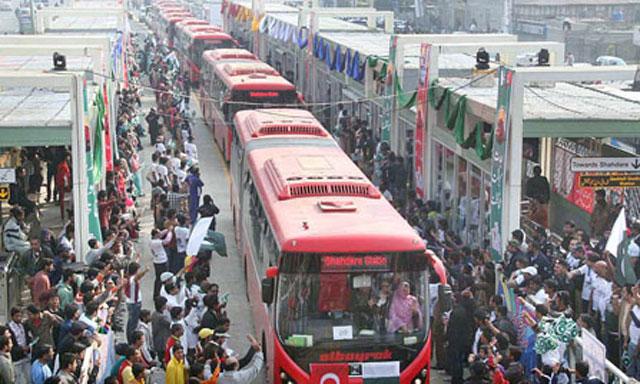 Metro-Bus-Lahore1