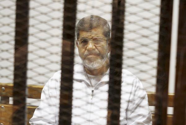 مصر کی عدالت نے سابق صدر محمد مرسی کی سزائے موت منسوخ کردی