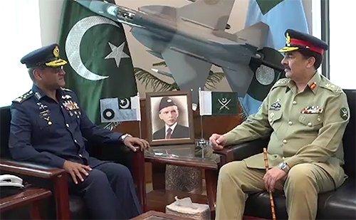 آرمی چیف جنرل راحیل شریف کا ایئر ہیڈکوارٹرز کا الوداعی دورہ