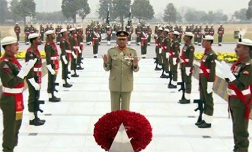 راولپنڈی: آرمی چیف جنرل قمرجاوید باجوہ کی یادگار شہدا پر حاضری