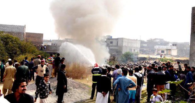 ٹیکسلا:کباڑ کے طور پر استعمال ہونے والے خالی پلاٹ میں موجود مارٹر بم کے خالی خولوں میں آتشزدگی