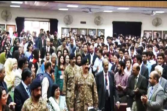 آرمی چیف کا گورنمنٹ کالج یونیورسٹی لاہور کا دورہ، طلبا کو لیکچر دیا