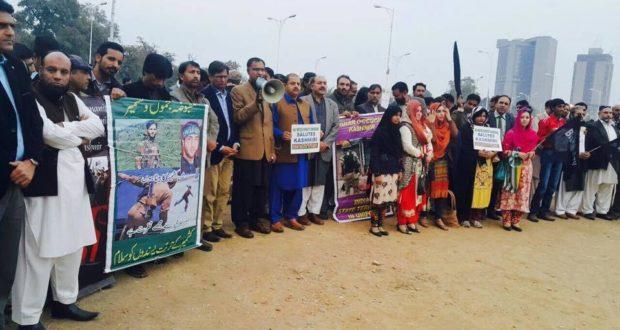 مقبوضہ کشمیر میں بھارتی مظالم کے خلاف کشمیری صحافی سڑکوں پر نکل آئے ،