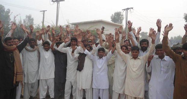 جھنگ:تنخواہیں نہ ملنے پر ملز مزدوروں کا دھرنا پولیس نے دو مزدور گرفتار کر لیے