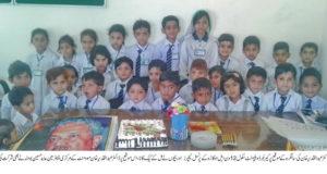 اوکاڑہ :ڈاکٹر عبدالقدیر خان کی سالگرہ کے موقع پر سکول کے بچوں نے کیک کاٹا