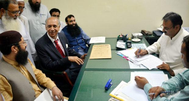 ملی مسلم لیگ کے حمایت یافتہ امیدوار قاری یعقوب شیخ نے این اے 120سے کاغذات نامزدگی جمع کروادیے